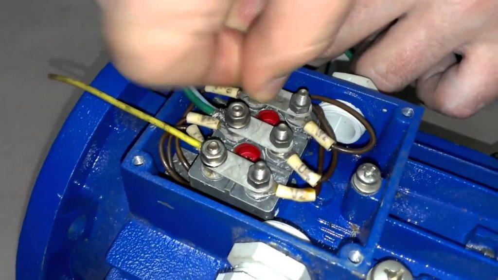 Подключение трех фазного двигателя в одно фазную сеть (380В в 220В)